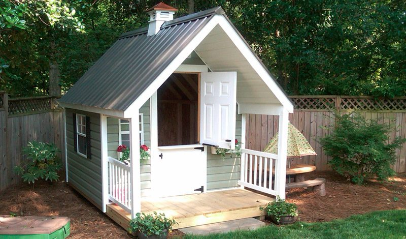 cottage-style-vinyl-playhouse-w-metal-roof